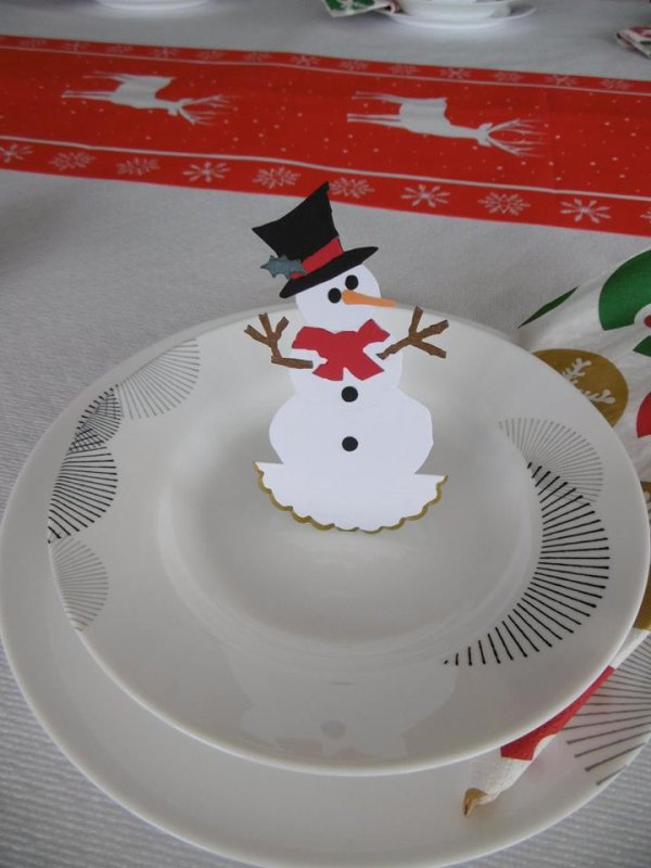 Des Marques-place pour décorer la table de Noel .