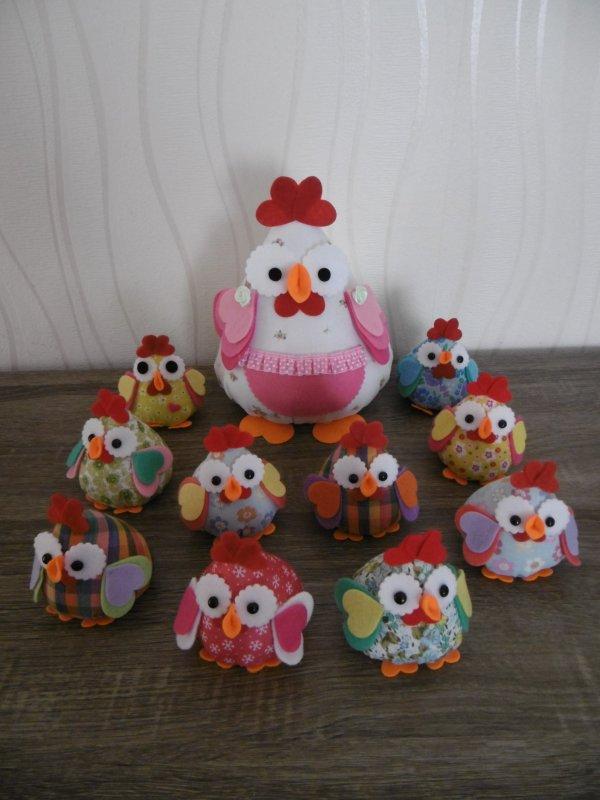Une poule et des poulettes