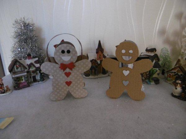 Mr et Mme pain d'épice sous forme de petit panier en carton .