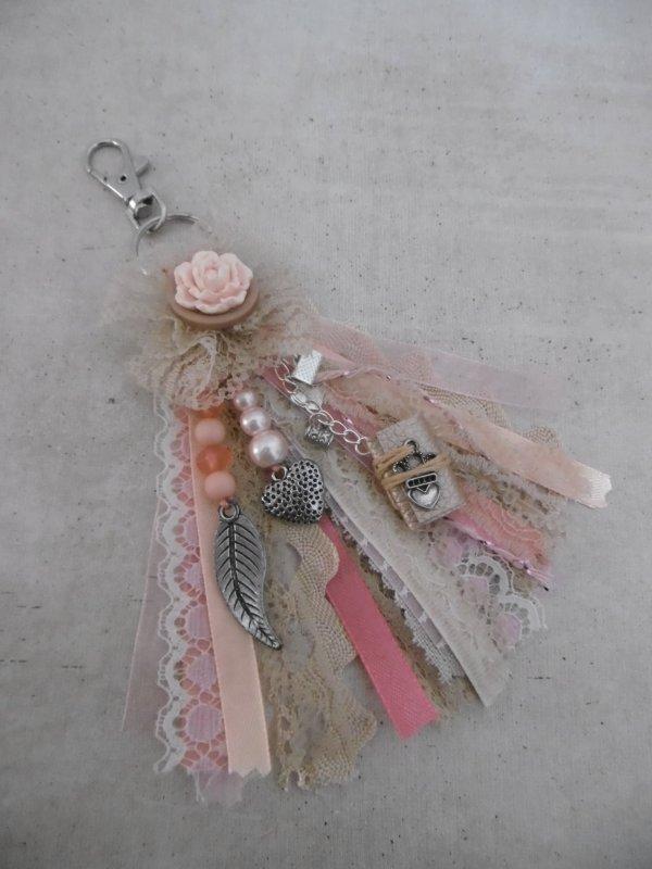 Une carte et un charm ( bijou d'album ou de sac )