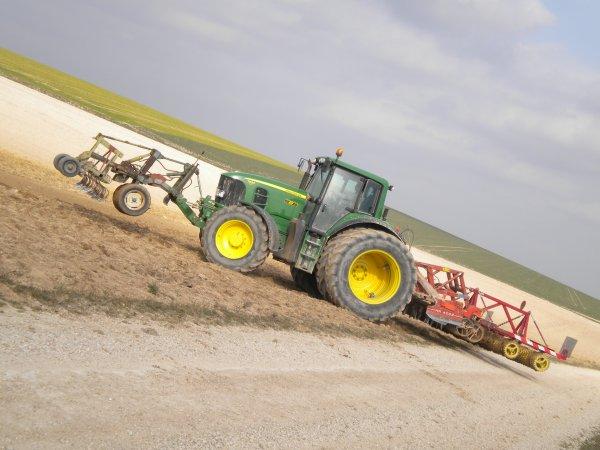 Reprise des labours 2011 --> --> John Deere 7530 Prémium