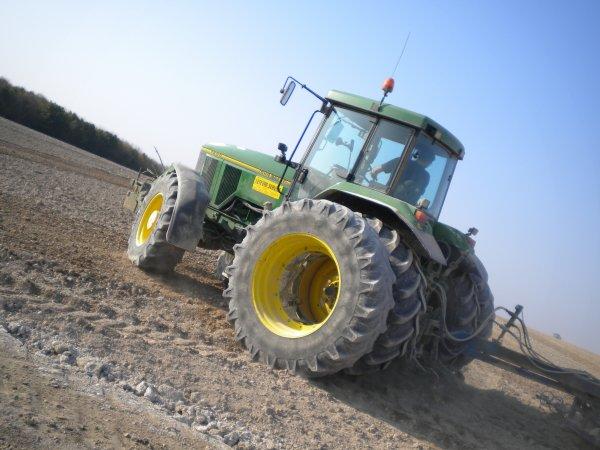 Préparations des Terres 2011 --> --> John Deere 7600