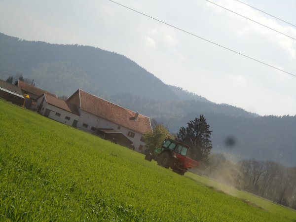 Engrais 2011 --> --< Deutz-Fahr DX 4.10