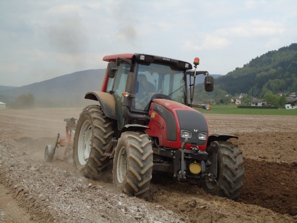 Labours 2011--> --> Valtra N101