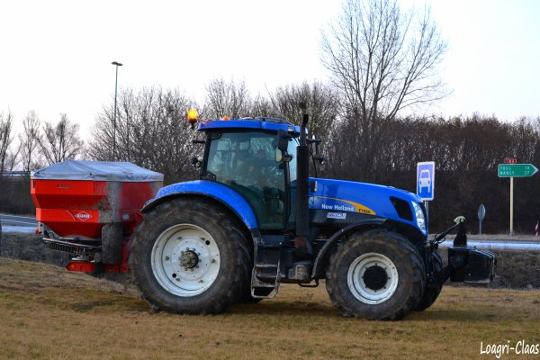 Epandage d'engrais 2012 --> --> New-Holland T7060