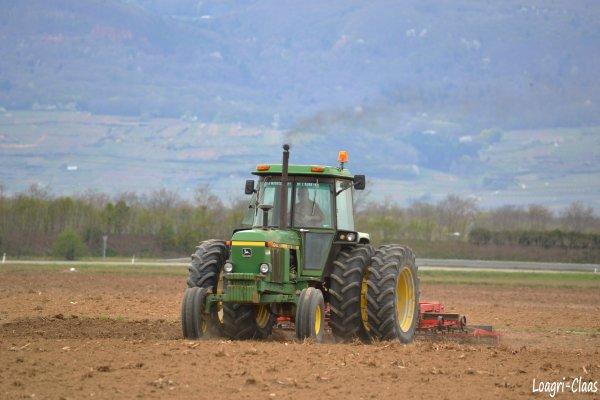 Préparations des Terres 2012 --> --> John Deere 4040 Jumelés Arrière