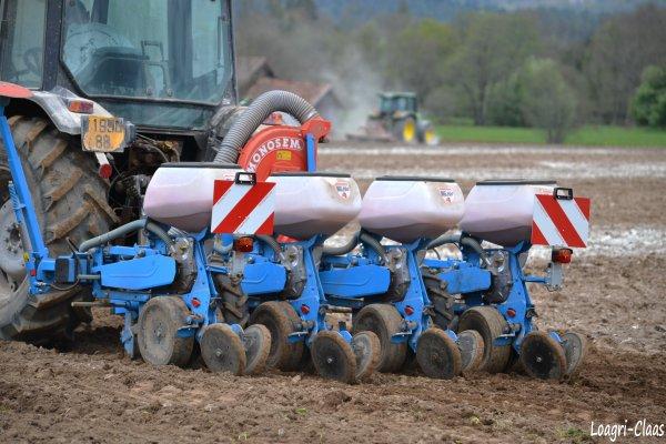 Semis de Maïs 2012 --> --> Deutz-Fahr AgroPlus 67