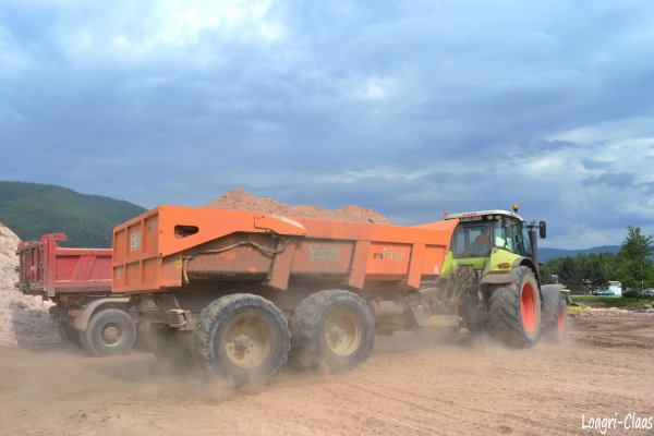 Terrassement --> --> Claas Axion 820