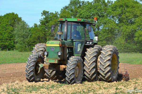 Préparations des Terres 2012 --> --> John Deere 4230 Jumelés