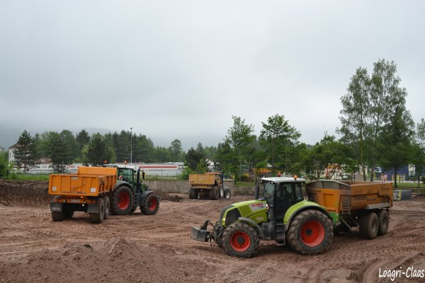 Terrassement --> --> Claas Axion 850