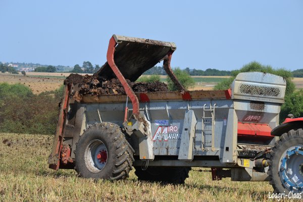 Épandage de Fumier 2012 --> --> Massey-Ferguson 6485 Dyna-6