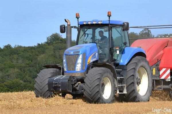 Pressage de la Paille 2012 --> --> New-Holland T 8030
