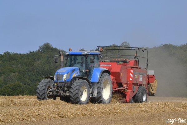 Pressage de la Paille 2012 --> --> New-Holland TVT 195