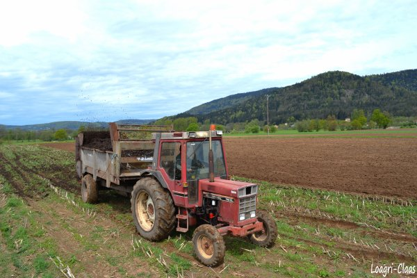 Epandage de Compost --> --> International 745 XL