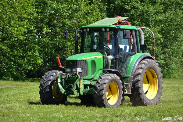 Enrubannage 2012 --> --> John Deere 6220