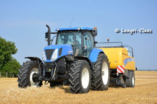 Pressage de la Paille 2013 --> --> New-Holland T7.220