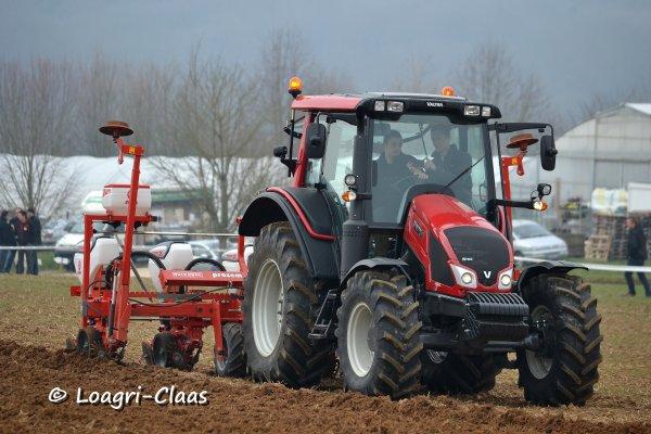 Démonstration de travail du sol / semis --> --> Valtra N103