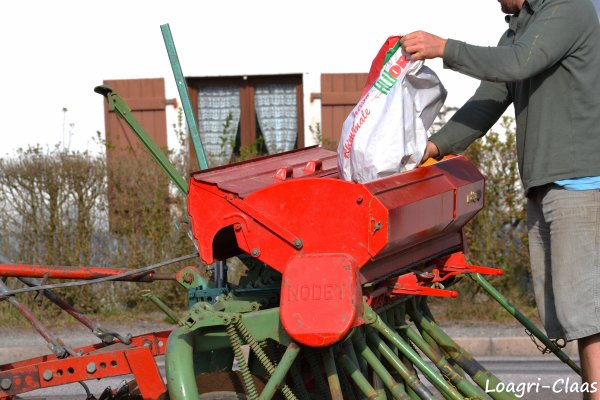 Semis de Triticale 2012 --> --> John Deere 5090r