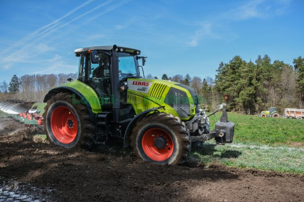 Labour 2015 | Claas Axion 810 | Kverneland