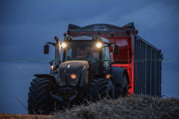 Moisson de Nuit 2015 | Claas lexion 770 TT & 560 | Fendt 933 Black Beauty & 722 Vario | Deutz-Fahr 7250 TTV | SARL Theveny