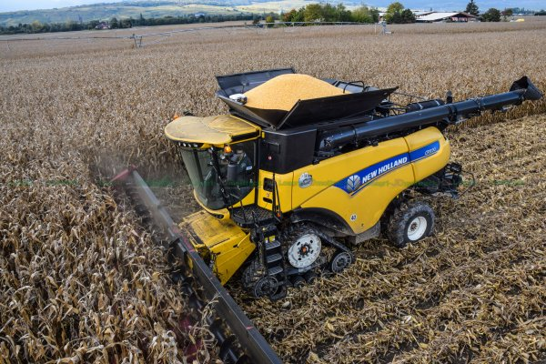 NEW-Holland CR9.90 à Chenilles et Cueilleur CaseIH 16 Rangs en FRANCE : Moisson du Maïs grain 2015 !