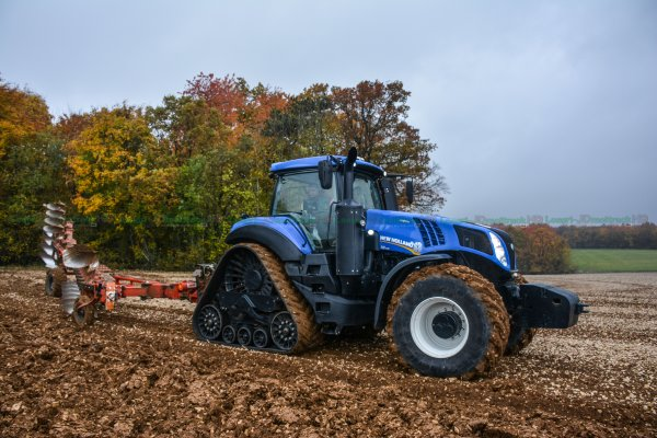 Labour 2015 | New-Holland T8.435 Smart Trax ( à chenilles ) & Bugnot 10 Fers !