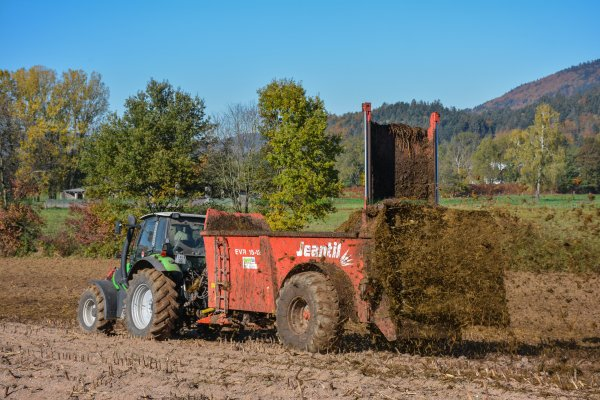Épandage de Fumier 2016 | Deutz-Fahr Agrotron M600 & Jeantil EVR 15-12