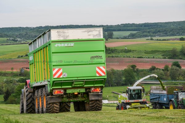 Ensilage d'Herbe | Massey-Ferguson 8660 Dyna-VT & Joskin Drakkar 8600 37T