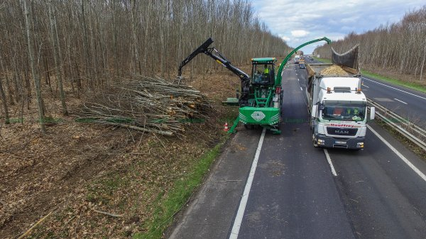 2000 et des camions de l entreprise mauffrey la vidéo de ce chantier  ~ Entreprise De Broyage De Bois