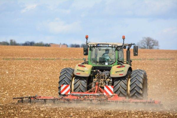 Préparations des Terres avant le semis 2015 | Fendt 715 Vario & Herse Lourde Quivogne