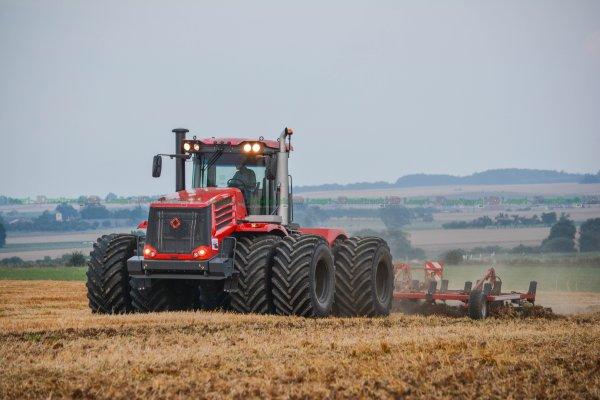 Déchaumage 2016 | Tracteur Unique en France :Kirovets K744 R4 & Horsch Terrano 8 FG