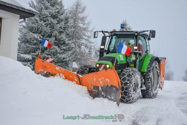 Déneigement 2017 | Deutz-Fahr K610 & Étrave Peter avec Drapeaux Français et Saleuse Epoke
