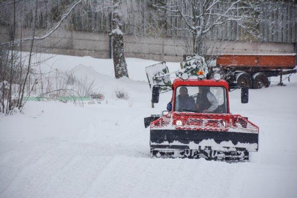 Nivelage des Pistes de Ski et de Bob au Haut du Tôt | Dameuse Pisten Bully