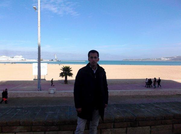 devant le port tanger