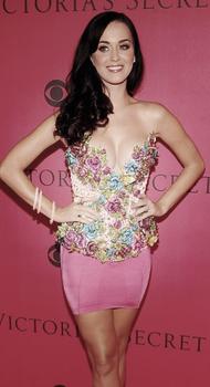"""Katy était le 10 novembre à New-York au defilé de mode """" Victoria's secret FS """".  Performance & Apparences"""