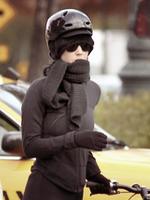 10/11/10; Katy & une amie fessant du vélo a New-York.