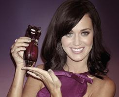 12/11/10; Katy à Londres pour le lancement de son parfum ' Purr '. Apparences & Candids  Elle est magnifique ! ♥