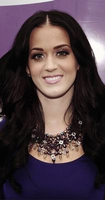 """16/11/10; Katy à New-York pour la promotion de son parfum """" Purr """" Site officiel du parfum ici"""