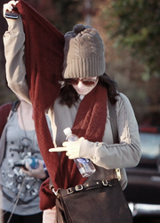 24/11/10; Katy faisant du shopping à West Hollywood. Gros flop pour la tenue !