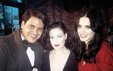 """15/12/10; Katy et ses amis dont Markus Molinari quittant le show de Dita Von Teese au """" Roxy Theater """" à L-A."""
