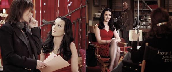 """Katy tournant dans l'épisode 14 de la saison 6 de """" How I Met Your Mother """" où elle joue le rôle de Honey.Vous pouvez voir plus de photos ici ainsi que 3 vidéos promotionnelles; 1, 2 & 3"""