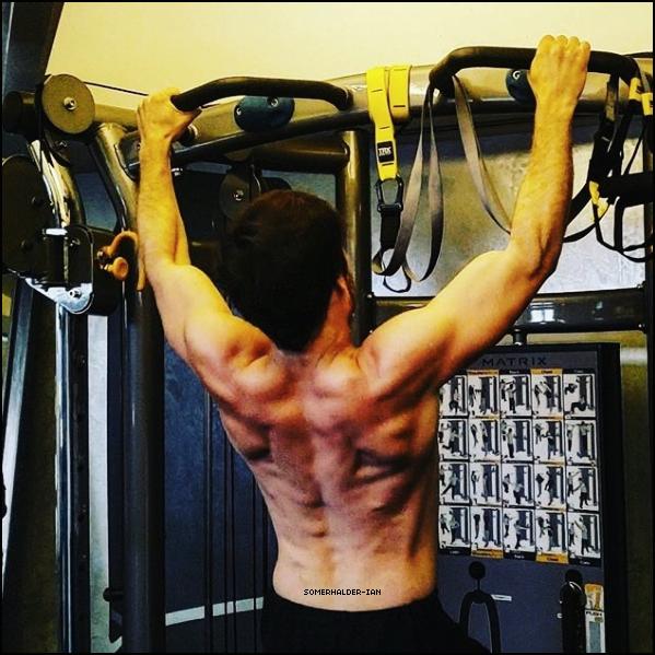 """"""" ● Voici une toute nouvelle photo de Ian Somerhalder poster sur son Instagram Ian Somerhalder faisant du sport , j'aime trop quand il poste de nouvelles photos seulement de lui sur les réseauxsociaux ! """""""