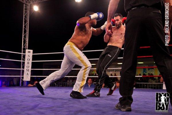 Victoire par KO à la 2e reprise. (Nuit des Gladiateurs II)