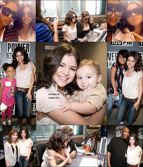* Lundi 20 Septembre : Selena s'est rendue a la radio « power106 FM », puis à signer des othographes  __Une vidéo de son interview ici *