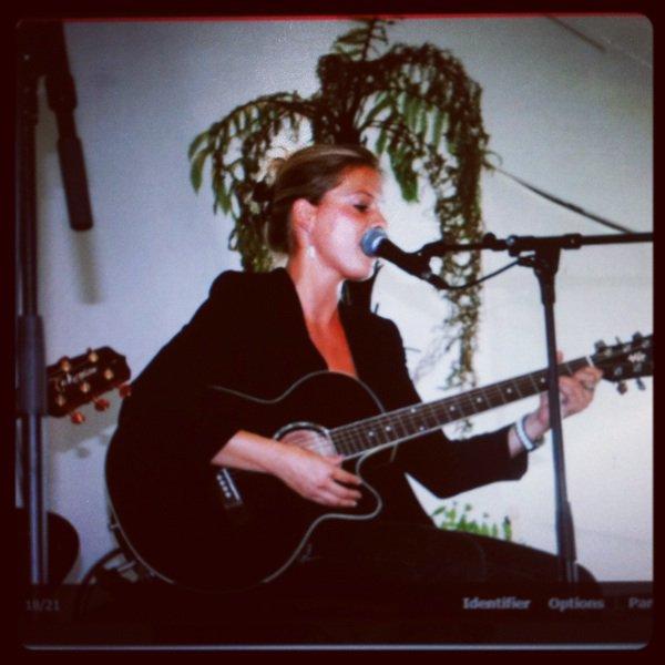 Je chanterai en live au théâtre #sogymnase jeudi 25 octobre venez me soutenir,c est gratuit et rien que pour vous