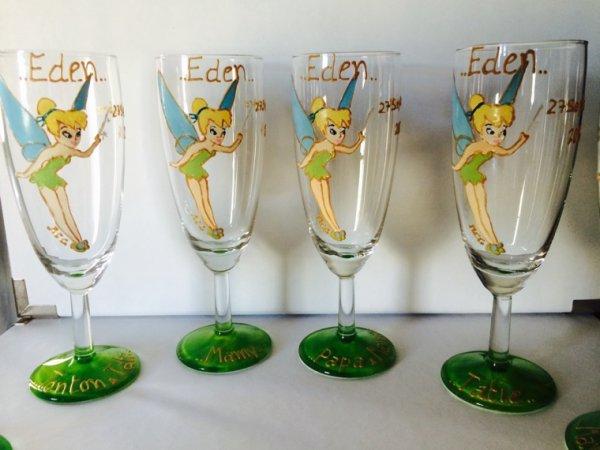 Thème fée clochette - verres personnalisés peint à la paint. Cadeau bapteme, anniversaires, mariages autres...