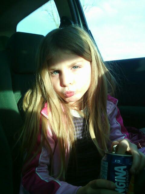 Ma petite soeur comment elle a grandi vite j'en reviens pas elle a déjà 7 ans
