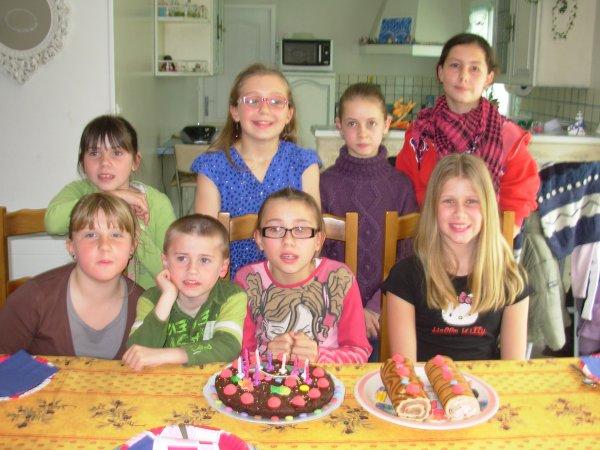 Julie à fait son anniversaire avec ses copines,sa soeur Amélie et son frère Romain