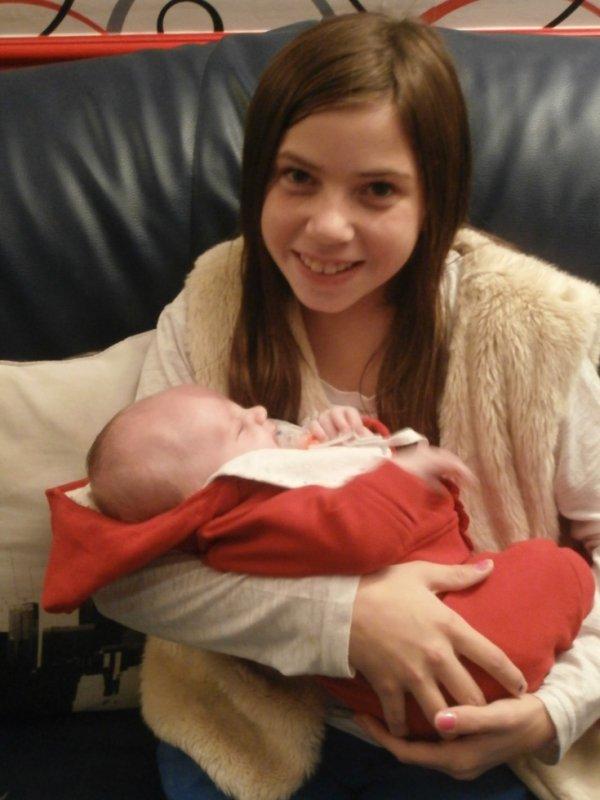 Amélie avec sa  cousine