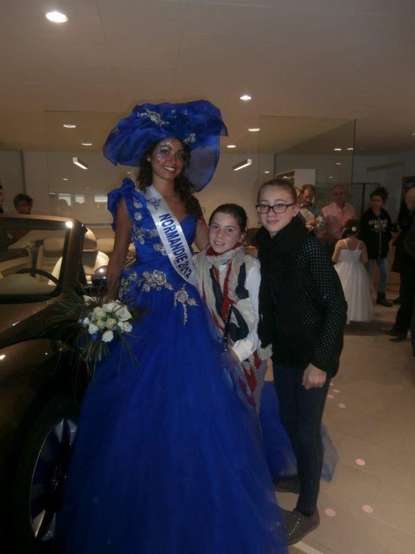 Mes deux filles avec Miss Normandie 2012 C'est Pauline Llorca